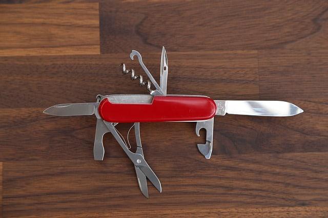 réseau professionnel couteau suisse